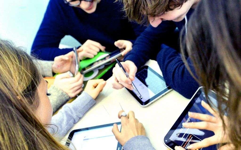 studenti tablet scolarizzazione circhi luna park
